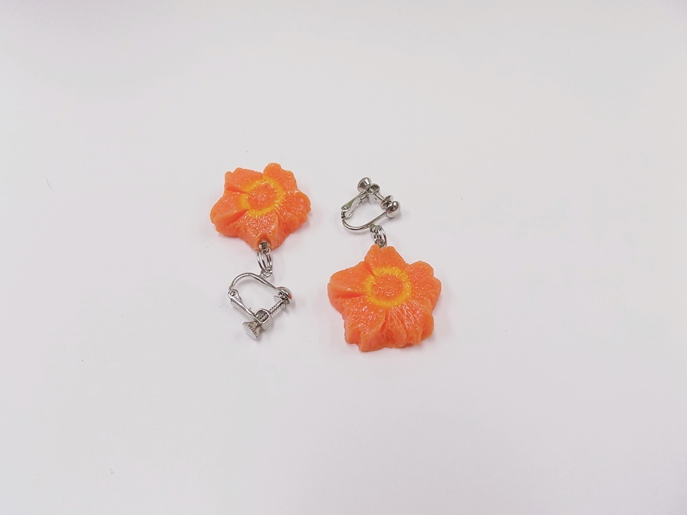 Flower-Shaped Carrot (mini) Clip-On Earrings