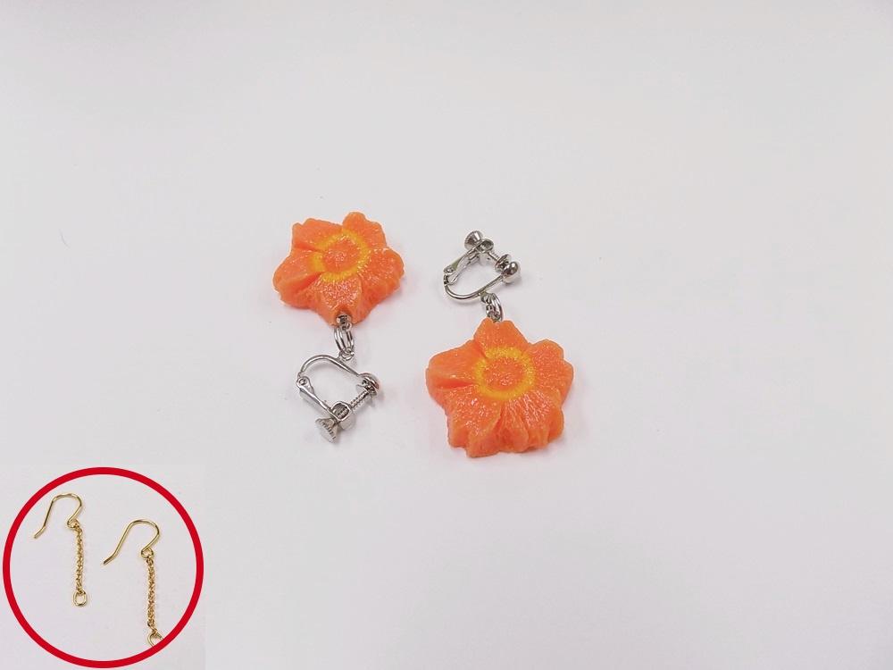 Flower-Shaped Carrot (mini) Pierced Earrings