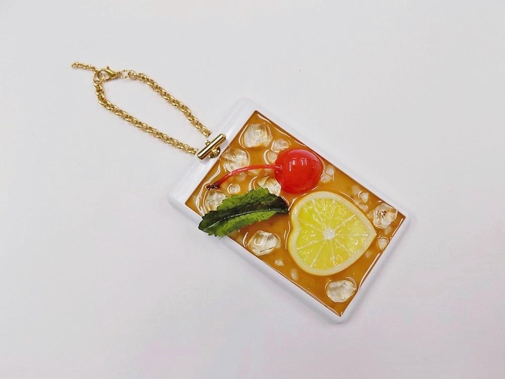 Iced Lemon Tea (Heart-Shaped Lemon Slice) Pass Case with Charm Bracelet