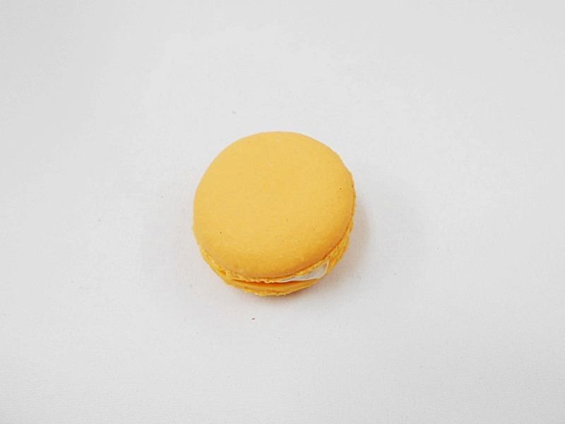 Macaron (orange) Magnet