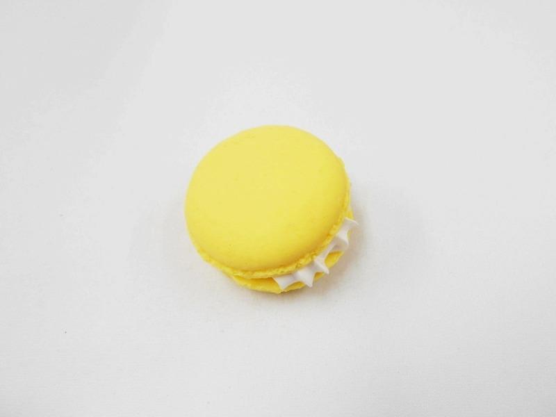Macaron (yellow) Magnet