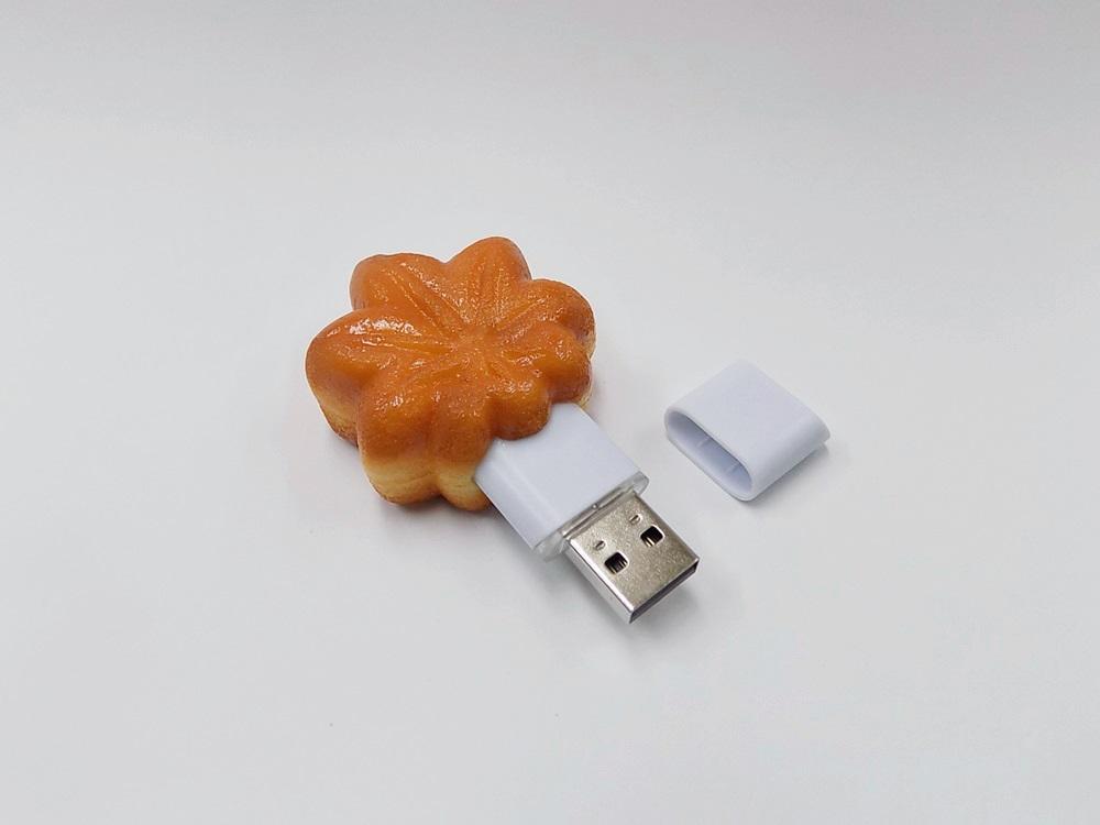 Momiji Manju (Maple Leaf-Shaped Steamed Bun) (small) USB Flash Drive