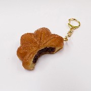 Broken Momiji Manju (Maple Leaf-Shaped Steamed Bun) Keychain - Fake Food Japan
