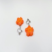 Flower-Shaped Carrot Ver. 2 Clip-On Earrings - Fake Food Japan